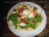 Salata verde cu oua si mozarella