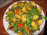 Salata de rucola cu nuca si nectarine