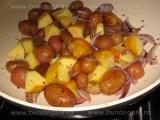Cartofi prajiti,cu ceapa si mere «2/3»